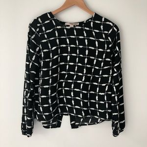 🐝 3/$20 F21 window pane print open back shirt top